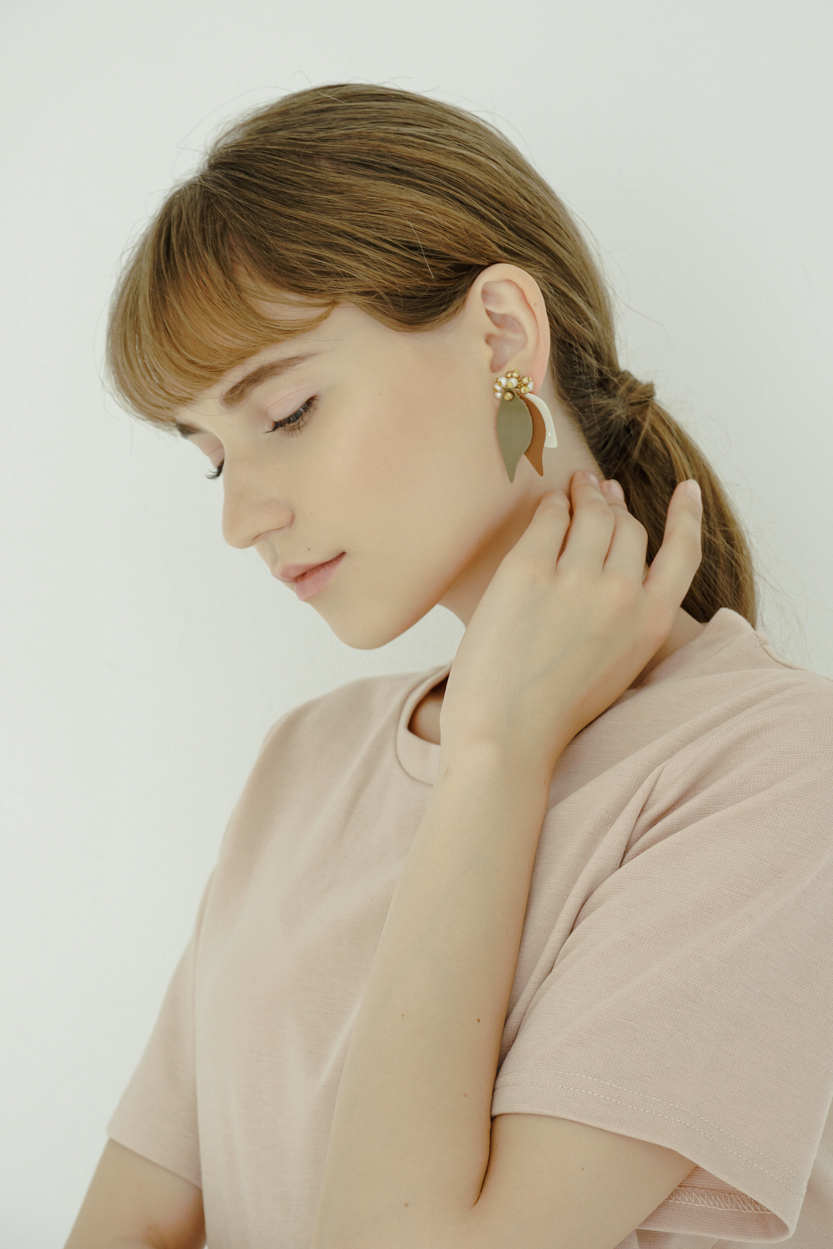 Agou - Clip Earrings