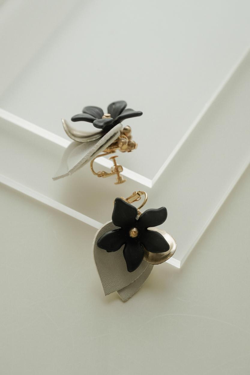 Alava - Clip Earrings