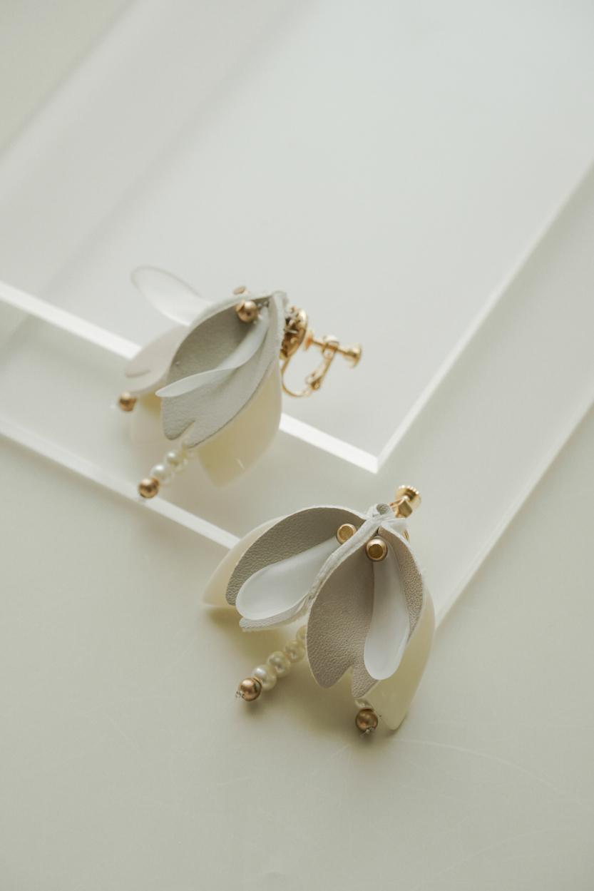 Jaen - Clip Earrings